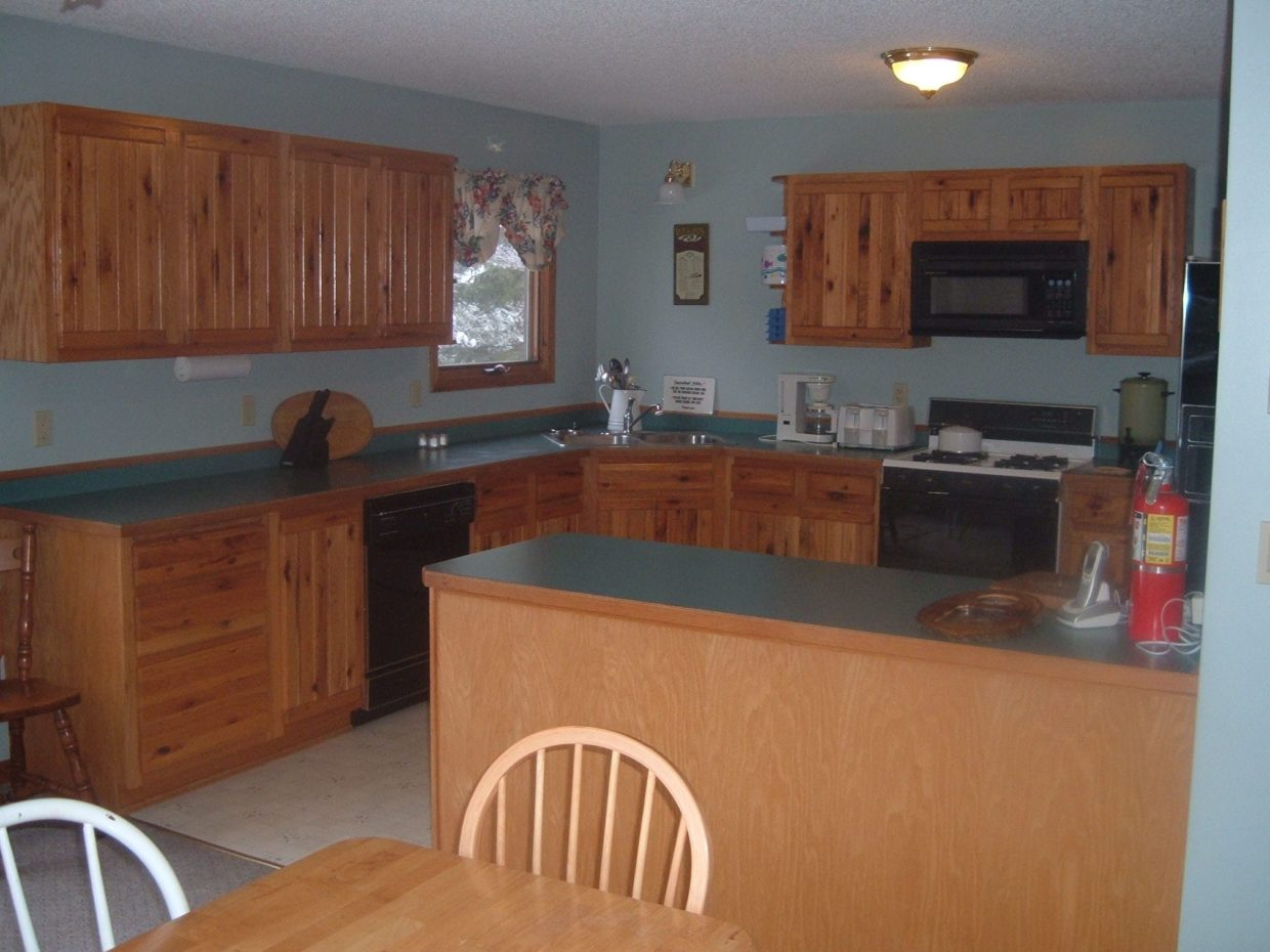 Lake Vermilion cabin kitchen