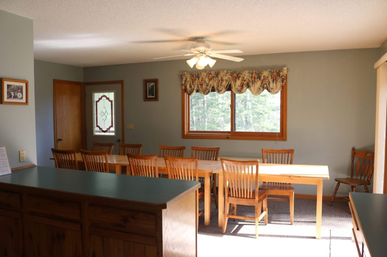 Everett Bay Lodge cabin dining room